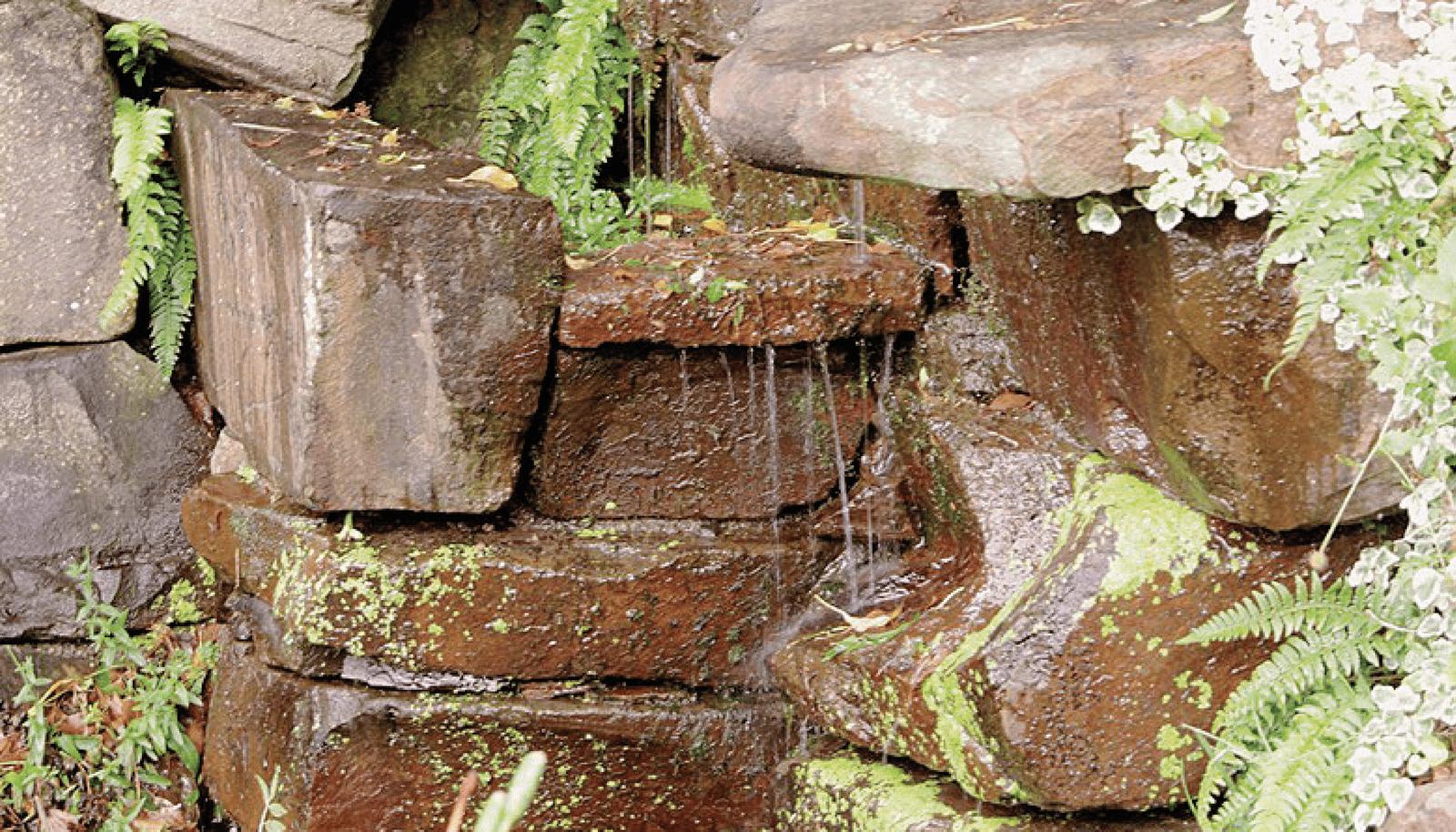 Cascade réalisée en pierre de Beauchamps
